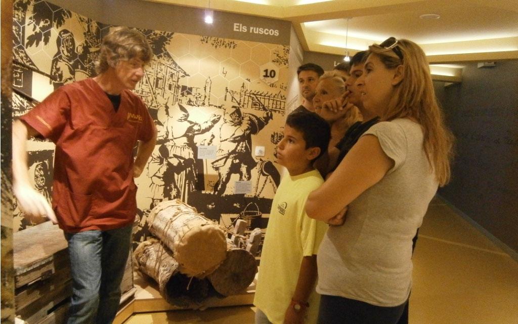 Familia visitando el centro